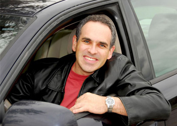 Man in car happy because he took Texas Adult Driver Ed course through DriverTrainingAssociates.com